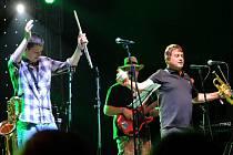 Britští The Herbaliser v roce 2011 zazářili na ostravských Colours, teď budou jedni z gratulantů během týdenních oslav narozenin pražského klubu Roxy.