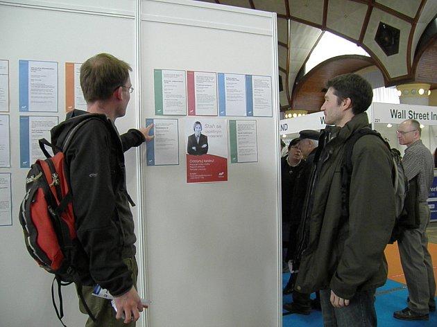 NABÍDKA volných pracovních míst. Na veletrhu Jobs Expo si mohli uchazeči prohlédnout, jaká místa jsou právě volná.