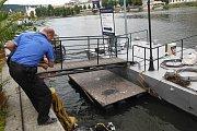"""Netradiční """"úlovek"""" vytáhli z Vltavy potápěči pražských strážníků"""