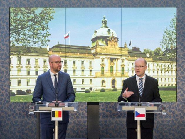 Bohuslav Sobotka a Charles Michel.