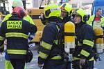 Kvůli překopnutému plynovému potrubí v centru Prahy museli zasahovat hasiči, policisté i strážníci.