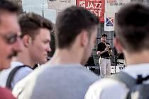 Pražský program festivalu Bohemia Jazzfest na Staroměstském náměstí začal 10. července. Na snímku koncert Pavel Hrubý Trio.