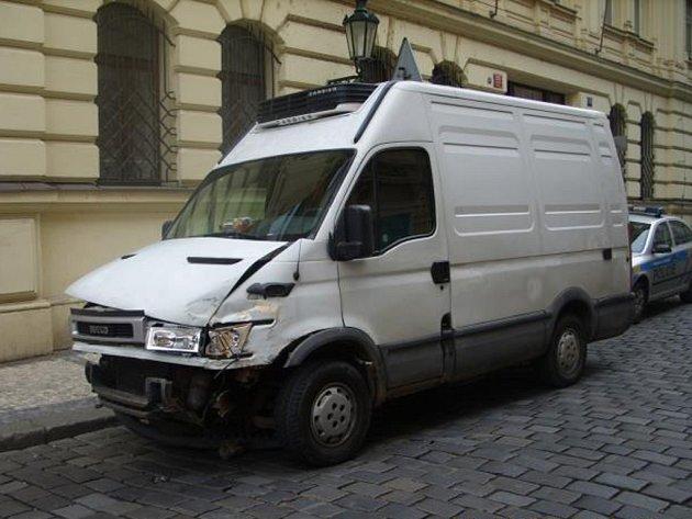 Havarované odcizené vozidlo Iveco Daily.