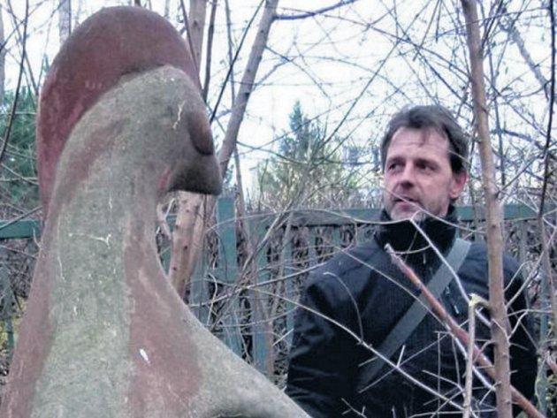 Petr Zeman je úředníkem a umění je jen jeho koníčkem. Zachránit vitráž se rozhodl poté, co kolem ní pravidelně chodil.