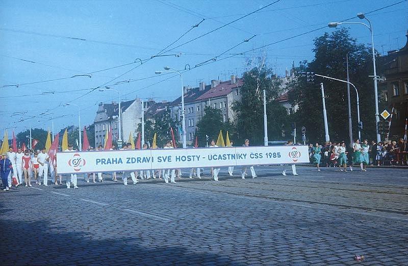 PRŮVOD. Tak Praha vítala cvičence z celé země na poslední spartakiádě před pádem bývalého režimu v roce 1985