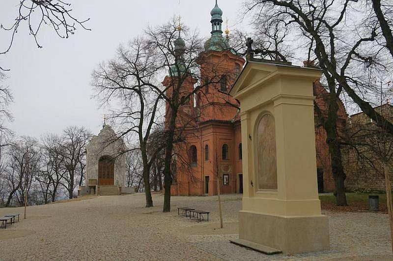 Zrekonstruovaná kaple Kalvárie na Petříně.