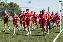 DUKLA JDE DO BOJE. Fotbalisté Dukly mají za sebou první tréninkové dávky.