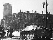 Tank – Povstalci zničili mnoho obrněných vozidel, včetně tohoto stíhače tanků Hetzera.