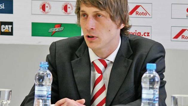 MARTIN POUSTKA v roce 2012, kdy vedl jako hlavní trenér A tým Slavie Praha. K řemeslu se vrací na lavičce divizního Motorletu, kde by rád využil hráče ze svého bývalého klubu.