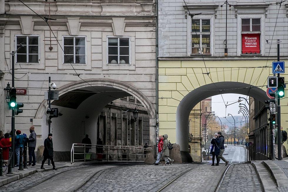 Uzavírka Smetanova nábřeží 12. listopadu 2019 v Praze.