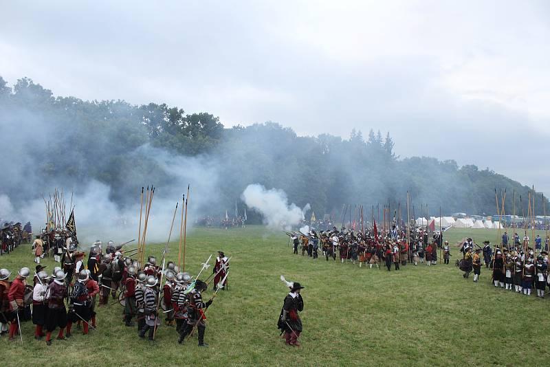 Na Vypichu se v sobotu uskutečnila rekonstrukce bitvy na Bílé hoře z roku 1620.