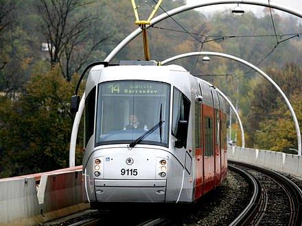 NA DLUH. Šedesát tramvají 14T už dopravní podnik dostal, jenže mu chybí peníze na zaplacení./Ilustrační foto