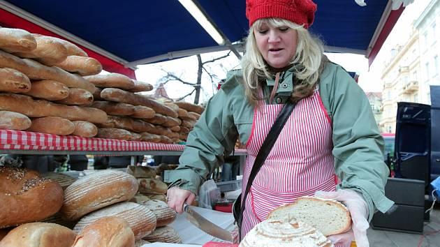 Poslední Farmářský trh v roce 2013 na náměstí Jiřího z Poděbrad v sobotu 28. prosince