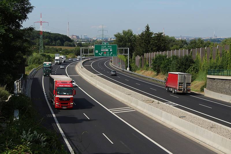 Dálnice D11 se po demolici mostu otevřela kompletně až v úterý 27. července 2021 ráno.