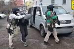 Dopadení lupičů, kteří vykrádali benzinky.