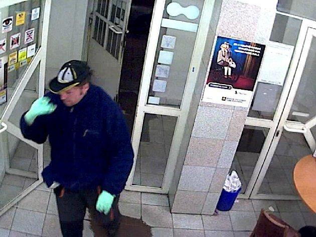 Na poště v Křesomyslově ulici v Nuslích se muž objevil v půl šesté večer s netradičním požadavkem: domáhal se vydání jednoho až dvou tisíc korun