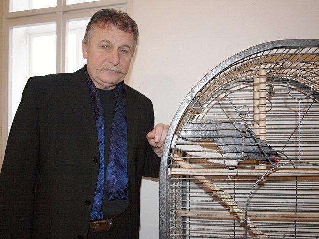 Papoušek žako jménem Ludvík  je patronem zámku v Brandýse nad Labem. Bydlí v kanceláři Milana Nováka, kde dříve měl komnaty Rudolf II.