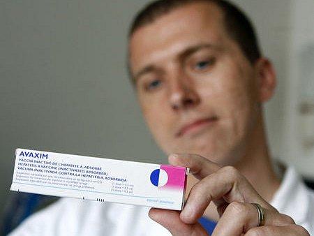 AVAXIM ZATÍM JE, na vakcínu pro děti si zájemci musí počkat do října.