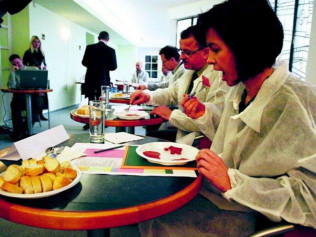 Komise hodnotila středočeské výrobky podle čtyř kritérií. Nejlepší dostanou certifikát Potravinářský výrobek Středočeského kraje roku 2014.