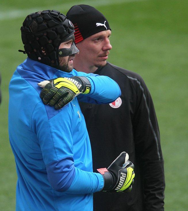 Brankář Slavie Ondřej Kolář na tréninku před utkáním s Arsenalem