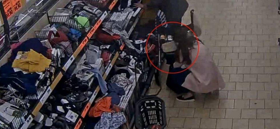 Policie hledá dvě ženy podezřelé z okrádání seniorek v obchodech.