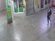 Pražská policie patrá po muži, který se pokusil znásilnit dívku z diskotéky u metra Luka.