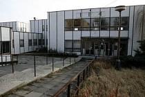 Na místě komplexu budov Obvodního soudu pro Prahu 9 mají stát bytové domy.