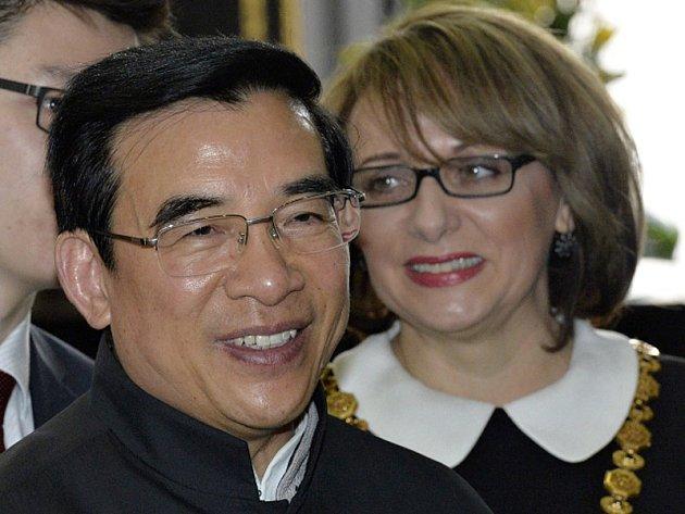 Pražská primátorka Adriana Krnáčová a pekingský primátor Wang An-šun.