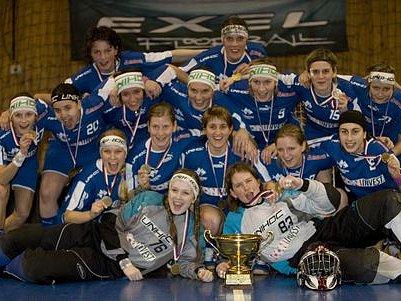LOŇSKÁ SLÁVA. Z týmu, který v minulé sezóně dosáhl na titul, zůstalo jen deset hráček.