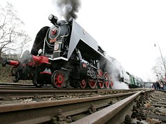 Křivoklátský parní expres v čele s lokomotivou Šlechtična se vydal v sobotu 7.března z nádraží Praha Braník o jeden a půl století zpět na tradiční vítání jara v prostorách oblíbeného hradu Křivoklát.