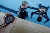 CO NEJDÉLE. Freediving ušel od dob Petra Čepka ve Vesničce mé střediskové hodně daleko. (Závody a seznámení veřejnosti s freedivingem  v bazénu na pražském Suchdole.)