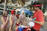 MIKULÁŠ V BAZÉNU. Pro páteční návštěvníky aquaparku v Čestlicích byla připravena Mikulášská párty. Součástí programu byla dětská diskotéka, malování na balónky, balónková dílna, plavání na nafukovacích delfínech a kosatkách či lovení rybiček.