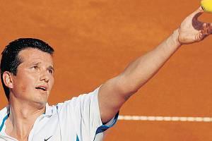 DĚLOVÝ SERVIS. Podání patřilo k nejsilnějším zbraním Richarda Krajicka v jeho nejslavnějších dobách. Díky němu slavil i triumf ve Wimbledonu a svéněkdejší umění ukázal o víkendu i fanouškům na Štvanici při exhibici s Goranem Ivaniševičem.
