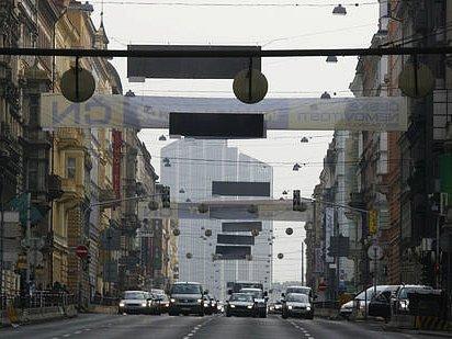 LEGEROVA ULICE. V místech silně zatížených hlukem a smogem nebude radnice Prahy 2 zvyšovat nájmy tak pronikavě jako jinde.