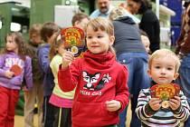 Slavnostní ražba medailí s Rákosníčkem s dětmi jablonecké školky Jablůňka.