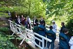 Slavnostní otvírání mostku v botanické zahradě Střední odborné školy Jarov.