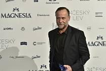 Herec Karel Roden v Praze s cenou Český lev za nejlepší mužský výkon v hlavní roli (film Masaryk).