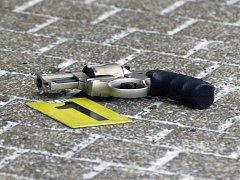 Pistole na místě činu. Ilustrační foto.