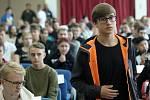 Více jak 400 nových žáků a 300 rodičů bylo na slavnostním zahájení školního roku 2018/19 na Střední odborné škole Jarov. Slavnostního zahájení se zúčastnili také radní hl. m. Prahy pro oblast školství a evropské fondy Irena Ropková a víceprezident Hospodá