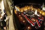 Rozsvícení vánočního stromu na Staroměstském náměstí přihlížely tisíce lidí.