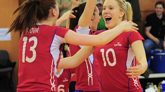 RADOST. Volejbalistky Olympu přetlačily Frýdek-Místek 3:2 na sety i zápasy a jsou ve finále.