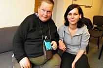 Devětatřicetiletý Honza s Marií Chromou, pracovní konzultantkou Fosy, která mu několik měsíců pomáhala s hledáním zaměstnání.