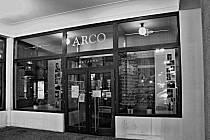 Vstup do kavárny Arco.
