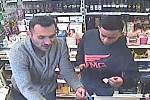 Hledaní muži podezřelí z loupeže.