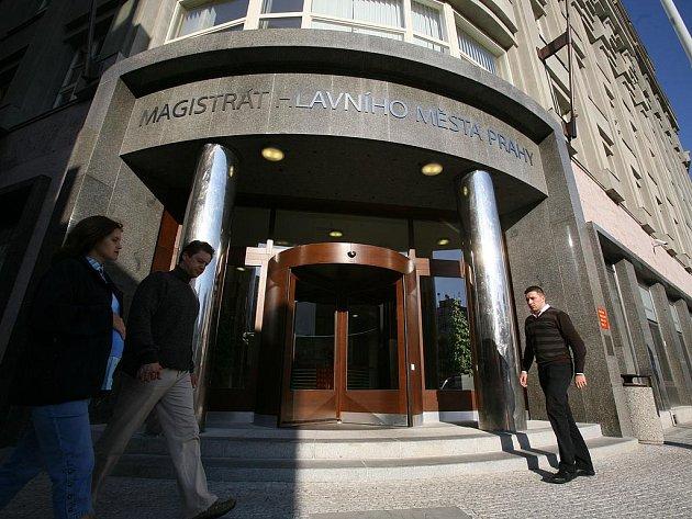 RING VOLNÝ. Budova magistrátu v Jungmannově ulici byla svědkem fyzického útoku na úřednici.