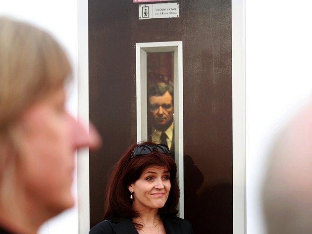 Czech Press Photo. Na snímku v pozadí fotografie Michala Kamaryta.