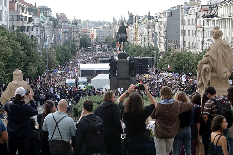 Demonstrace proti Marii Benešové a Andreji Babišovi  21.května 2019 na Václavském náměstí.