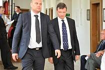 Po delší přestávce pokračoval v úterý 8. července 2014 u Krajského soudu v Praze proces s exhejtmanem Středočeského kraje Davidem Rathem a spol. v kauze údajné korupční manipulace se stavebními a zdravotnickými zakázkami.