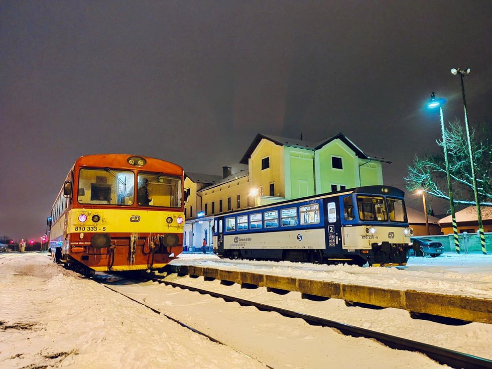 Sněhová kalamita způsobila 8. února 2021 komplikace ve veřejné dopravě v Praze a okolí.