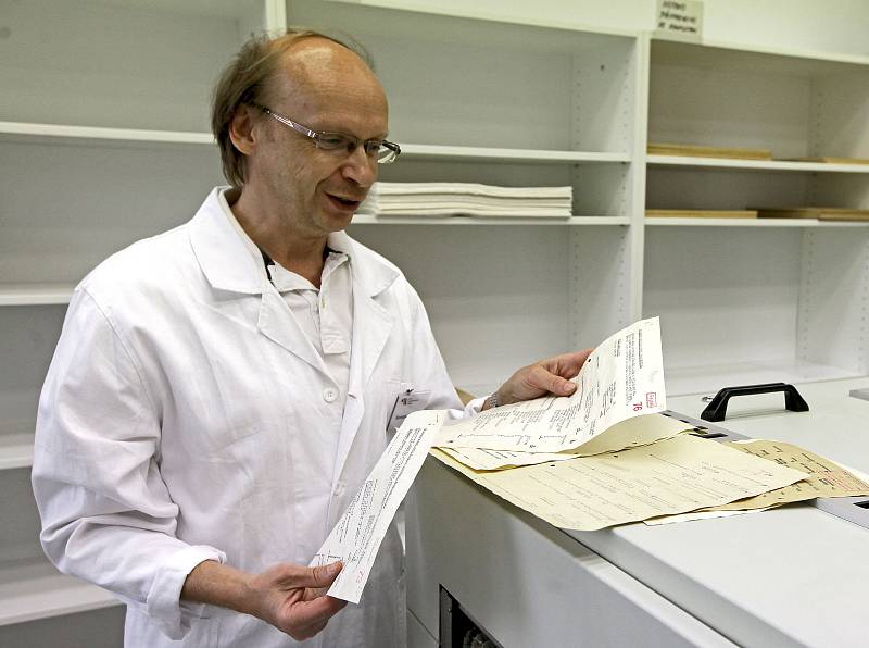 U příležitosti Mezinárodního dne archivů se veřejnosti otevřela budova Archivu bezpečnostních složek a Ústavu pro studium totalitních režimů v Braníku.